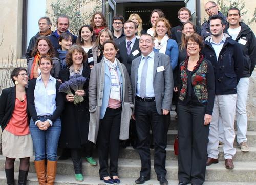 L'ensemble des élus et de l'équipe technique du syndicat mixte de préfiguration entourent Ségolène Royale. La satisfaction se lit sur les visages.
