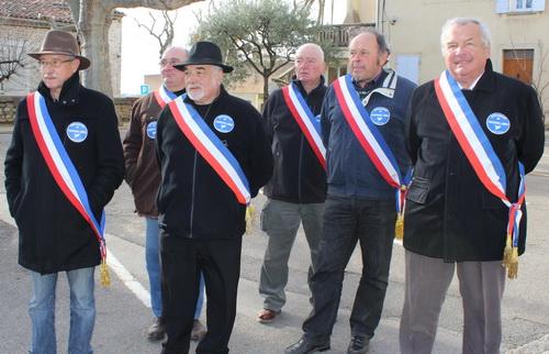 """Quelques maires des communes de l'association """"Baronnies sans parc"""" (notamment ceux de Ste Jalle, Rémuzat et Cornillac) ont rencontré la ministre pendant quelques instants et pu s'entretenir avec un conseiller de Mme Royal."""