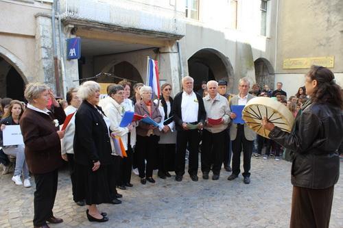 Le groupe vocal de Vercoiran « Les blés d'or a interprété avec beaucoup d'émotion le Chant des partisans.